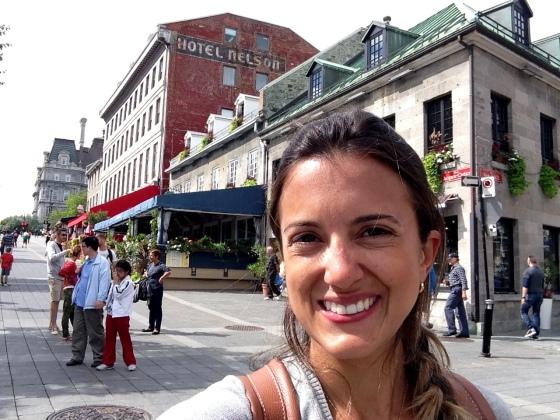 Pagando de gatona em Vieux Montreal