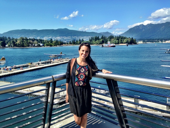 Passeio por Canada Place, com a Grouse Mountain e seaplane ao fundo