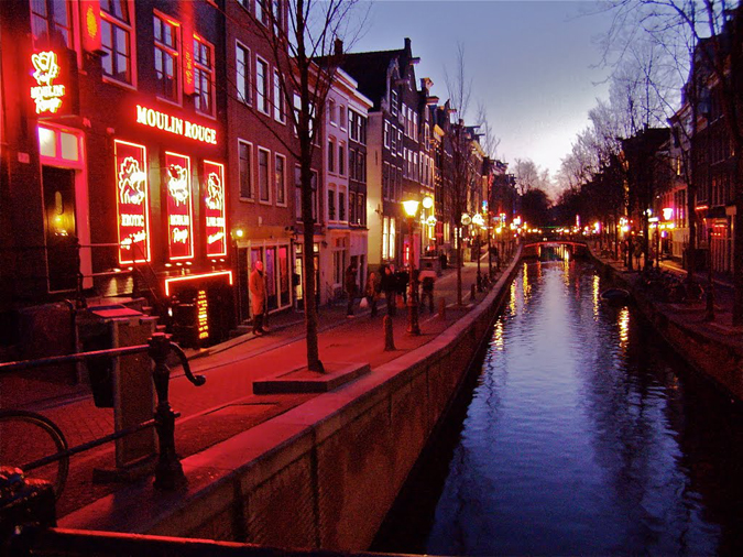 moulin-rouge-red-light-district-amsterdam